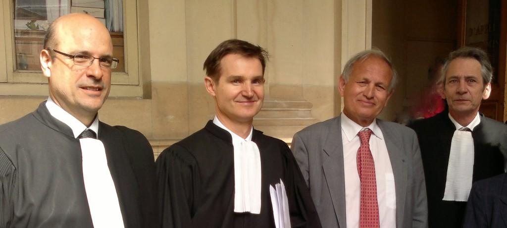 De gauche à droite : Maîtres Stéphane Bonifassi et Nicolas Lecoq-Vallon avec Claude Salort, président du CIDS-Cref, et maître Francis Terquem. (photo © GPouzin)