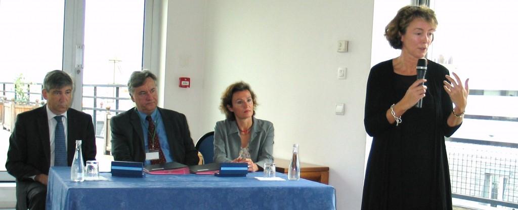 Gérard Rameix, président de l'AMF; Francis Amand, président de l'INC; Fabienne Chol, directrice générale de l'INC; et Natalie Lemaire, directrice des relations avec les épargnants à l'AMF. (photo © GPouzin)