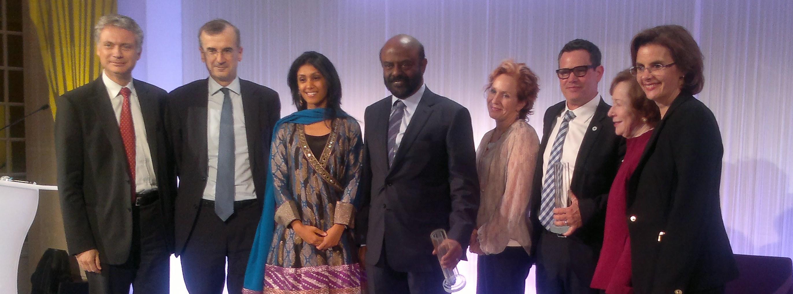 Vincent Lecomte et François Villeroy de Galhau, Shiv Nadar et sa fille, Chuck Slaughter et son épouse, Suzanne Berger et Sofia Merlo, à la remise du prix BNP 2013 de la philanthropie individuelle. (photo © GPouzin)