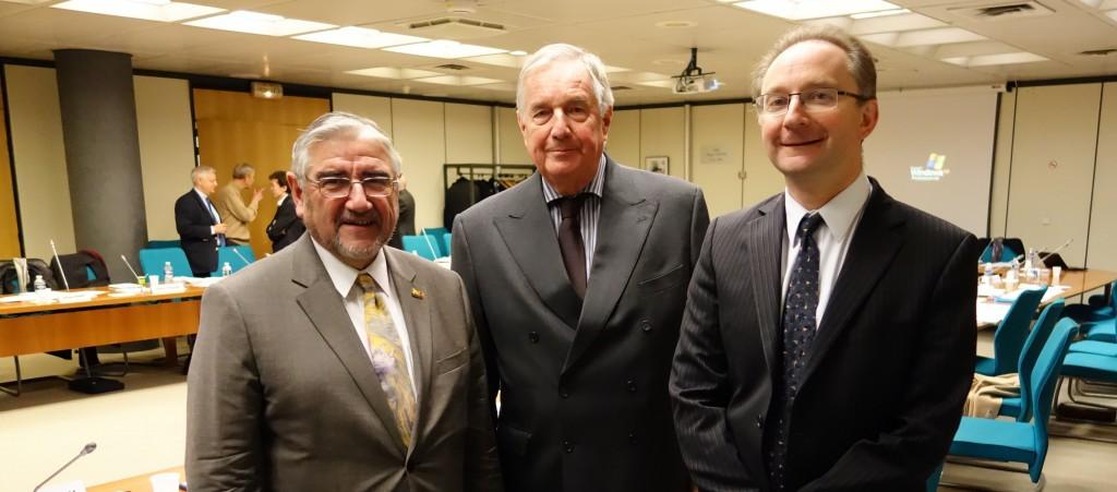 Le sénateur Jean-Claude Frecon (commission du recensement), Jean-Pierre Duport (président du Cnis) et Jean-Luc Tavernier (directeur général de l'Insee), lors d'une réunion du Cnis à Bercy. (photo © GPouzin)