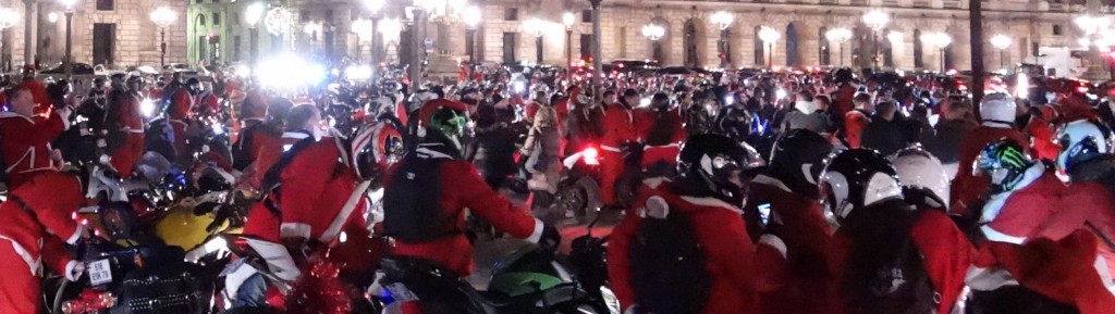 Entrez dans le cercle de la générosité, comme ces centaines de Pères Noël à moto venus soutenir les orphelins des pompiers. (photo © GPouzin)