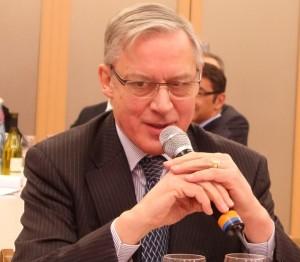 Christian Noyer, gouverneur de la Banque de France, répondait aux questions des députés lors des 23ème rencontres parlementaires sur l'épargne (photo © GPouzin).