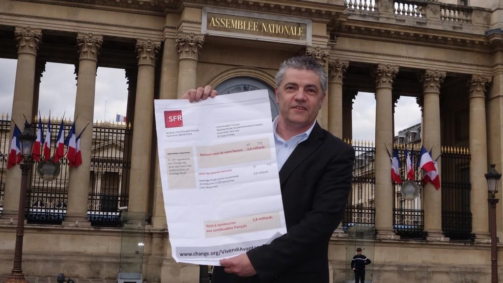 Philippe Fontfrede attire l'attention des députés sur un cadeau fiscal de 3,8 milliards d'euros accordé à SFR, comme à bien des groupes du CAC 40, sans respect des contreparties d'emploi. (photo © GPouzin)