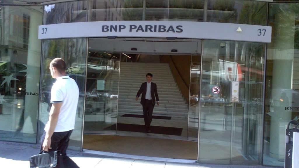 Pour certains, la banque universelle, sur le modèle de BNP Paribas,  additionne les risques des banques  de détail et d'investissement. Elle expose les dépôts aux  risques de turbulence des marchés financiers, et crée  des conflits d'intérêt entre les deux métiers. (photo © MJPasquette)