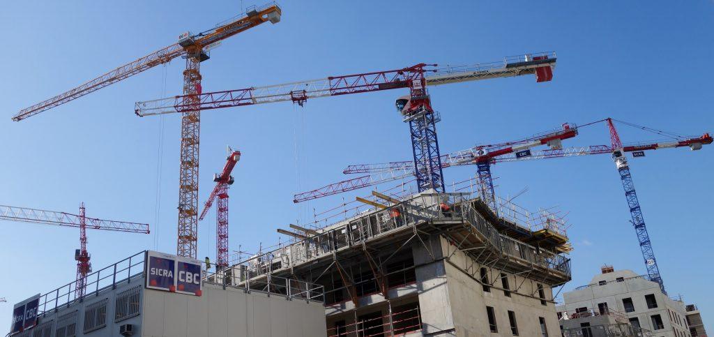 Quand le bâtiment va, tout va ! La construction contribue à la croissance et crée des emplois, contrairement aux reventes de logements anciens qui constituent l'essentiel du marché immobilier financé à crédit. (photo © GPouzin)