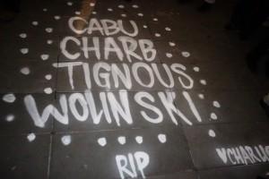 Hommage à la liberté d'expression des dessinateurs de presse assassinés, place de la République, mercredi 7 janvier 2015 au soir. (photo © GPouzin)