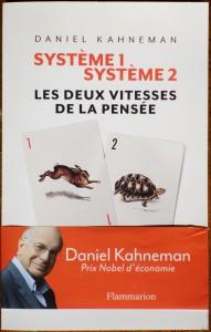 """Dans son livre """"Système 1, système 2"""", le psychologue Prix Nobel d'économie Daniel Kahneman explique comment nos peurs biaisent nos achats d'assurances."""