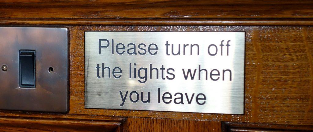 Eteignez la lumière en partant ! Avec le secret des affaires, la Loi Macron voulait empêcher la révélation des magouilles, au détriment de la liberté d'informer. (photo © GPouzin)