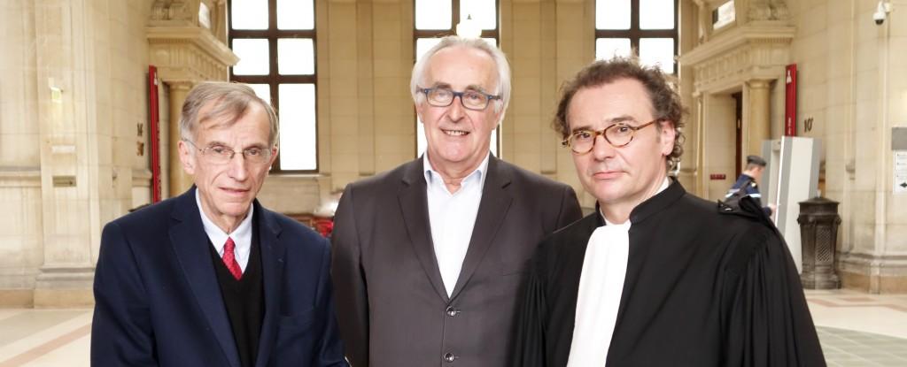 L'Afer a été débouté de ses poursuites en diffamation contre François Nocaudie (à gauche) et Bertrand Gaumé (au milieu), respectivement fondateur et président de SOS Principes Afer, ici avec leur avocat Maître Loïc Dusseau. (photo © GPouzin)