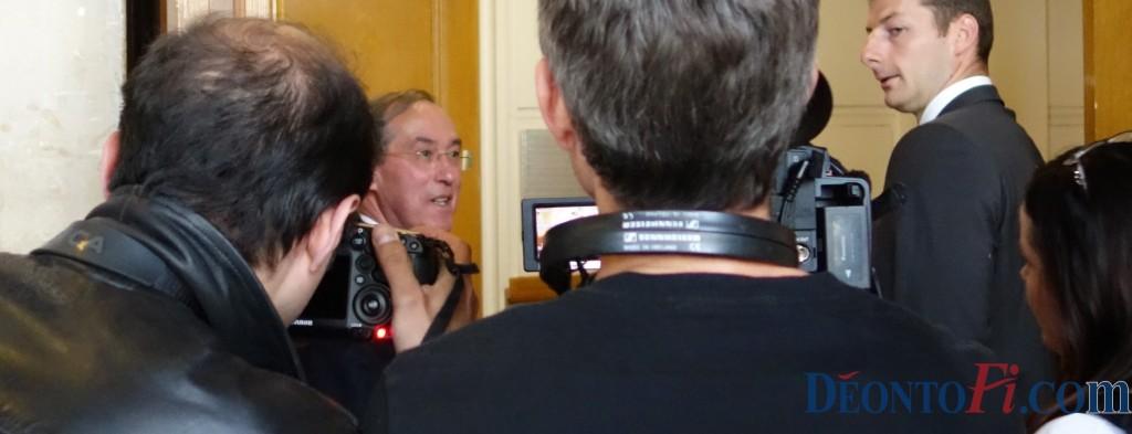 Témoin au procès de son ex-collègue François Pérol, l'ex-bras droit du président Sarkozy à l'Elysée, Claude Guéant, raconte comment la Commission de déontologie s'est sentie manipulée par l'Elysée alors qu'elle n'avait pas validé le parachutage de François Pérol à la tête des Banques Populaires Caisses d'épargne (photo © GPouzin)