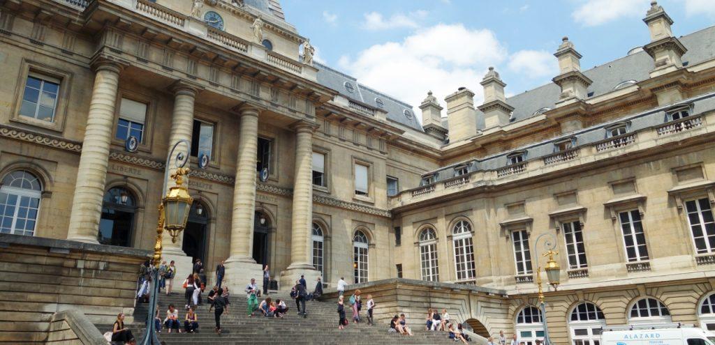 Pour la première fois en France, la justice a été autorisée à juger la prise illégale d'intérêt dont est accusé un ex-secrétaire général adjoint de l'Elysée, François Pérol, pour s'être fait nommer à la tête d'une banque, le groupe BPCE, dont il avait piloté la création à l'Elysée. (photo © GPouzin)